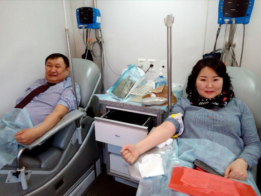 Министр здравоохранения Бурятии сдал кровь
