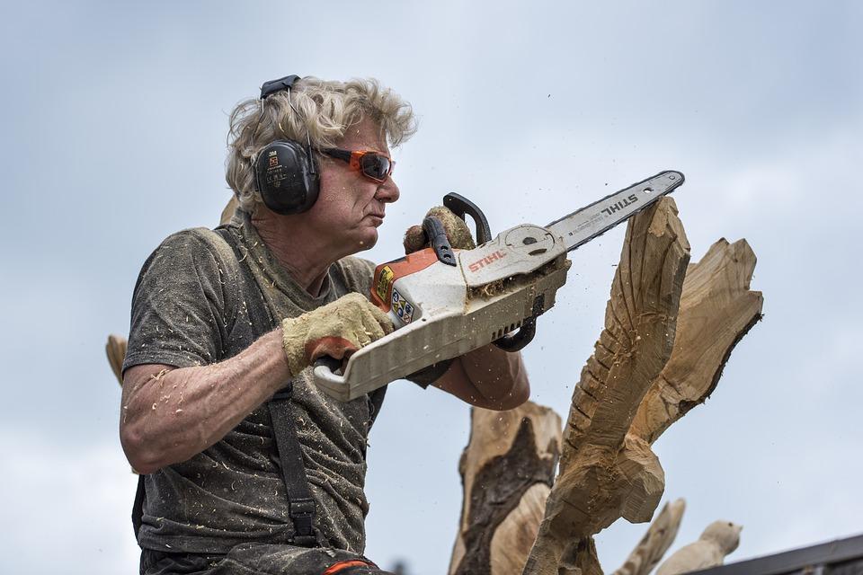 В Иркутске выберут лучших резчиков по дереву