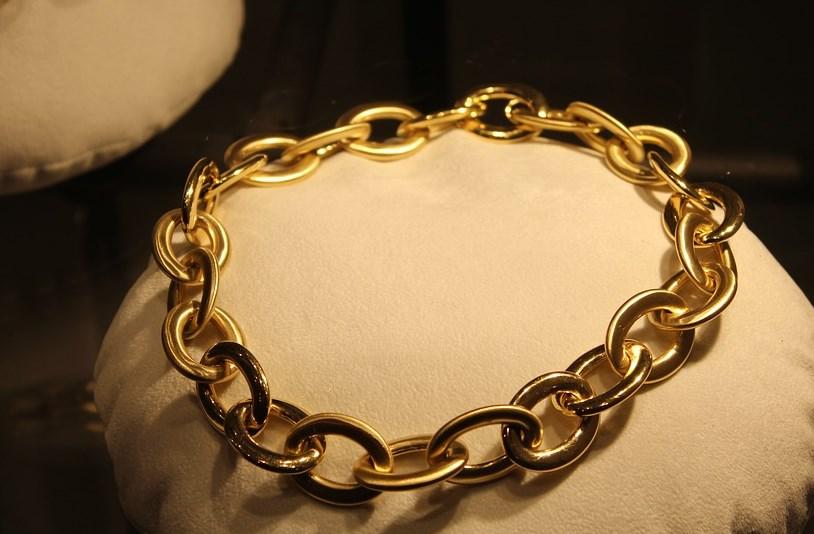 Улан-удэнца оштрафовали за кражу золотых украшений
