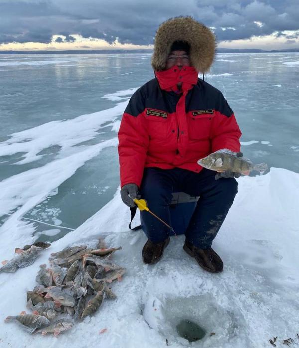 Глава Бурятии не наловил, а покормил рыбу на Байкале