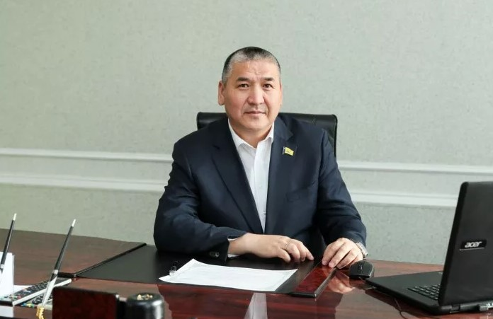 Председатель Улан-Удэнского горсовета поздравил воспитателей