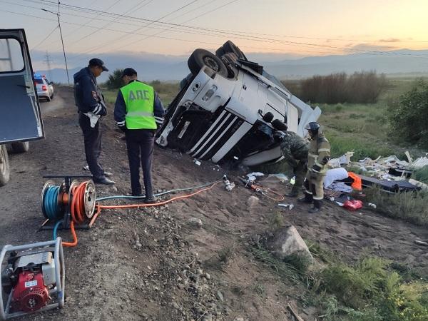 В пригороде Улан-Удэ погиб водитель фуры