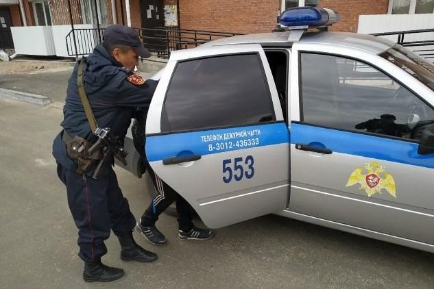 Улан-удэнца избили и ограбили во дворе дома