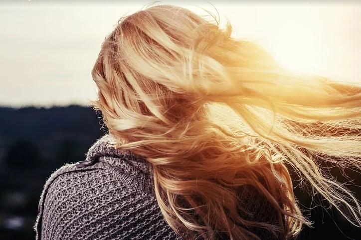 В Улан-Удэ блондинка засудила парикмахера