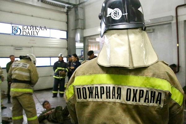 В Улан-Удэ сгорел автомобиль в гараже