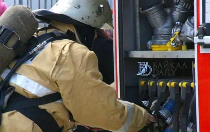 В Бурятии пожар охватил три домохозяйства