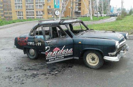 Вторую занеделю машину срекламой салона массажа подожгли вИркутске