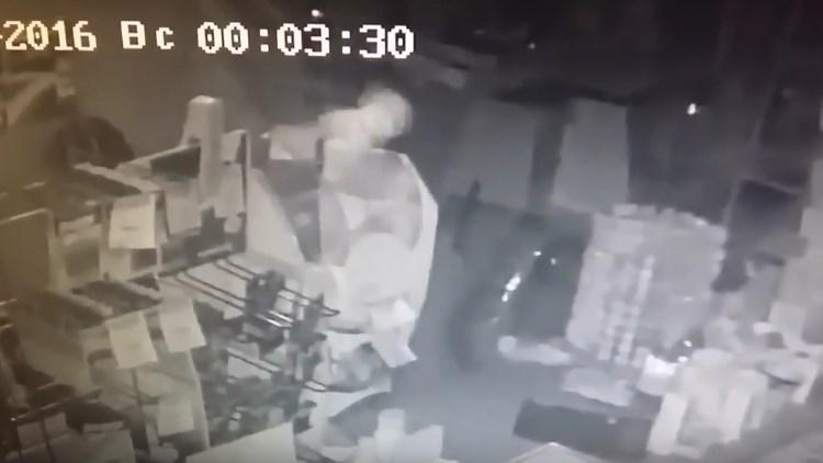 Улан-удэнцы заявляют, что засняли в магазине призрак (видео)