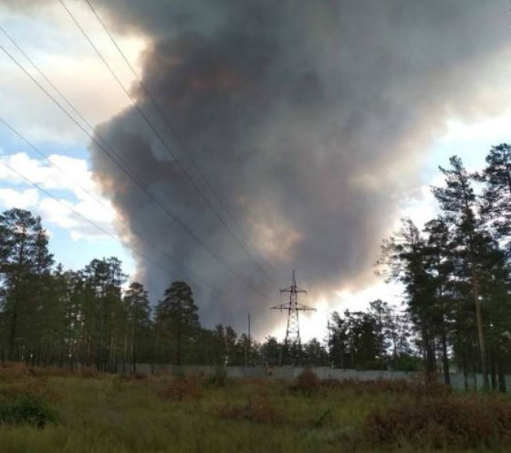 «Огонь по макушкам солдат скачет»: Под Улан-Удэ сильный лесной пожар