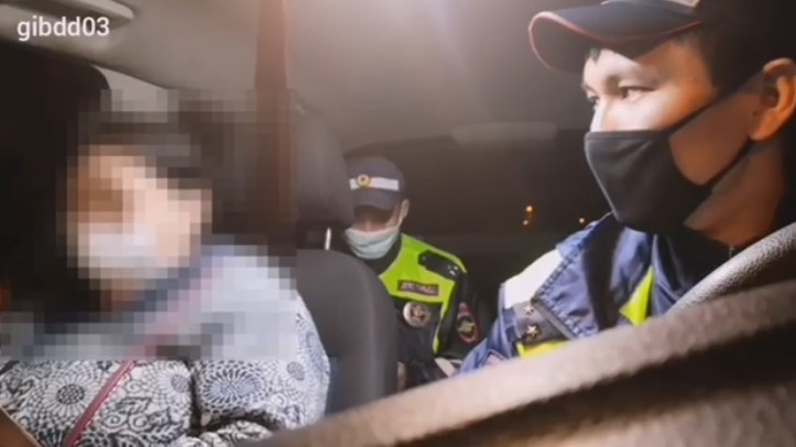 В Бурятии пьяная женщина-водитель отказалась снять маску для освидетельствования