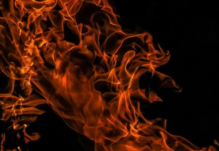 В Бурятии двое мужчин подожгли соседский дом