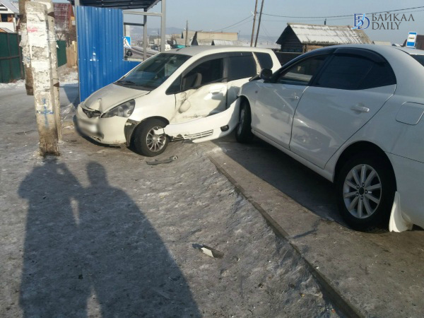 В Улан-Удэ иномарка «влетела» в остановку после ДТП