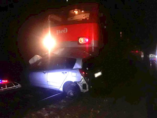 Водитель легковушки погиб при столкновении с грузовым поездом