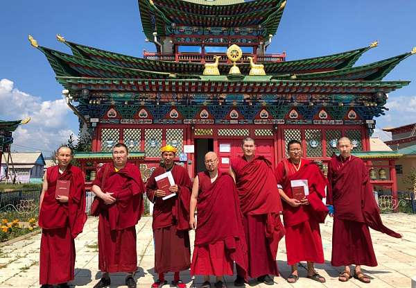 В Бурятии Буддийский университет окончили и стали ламами восемь человек
