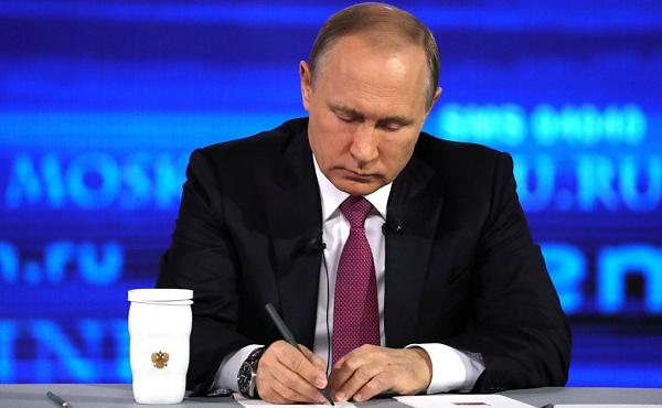 Путин поручил Медведеву изменить границы водоохранной зоны Байкала