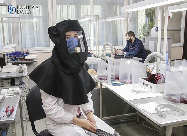 В Бурятии начали выпускать защитные экраны для лица
