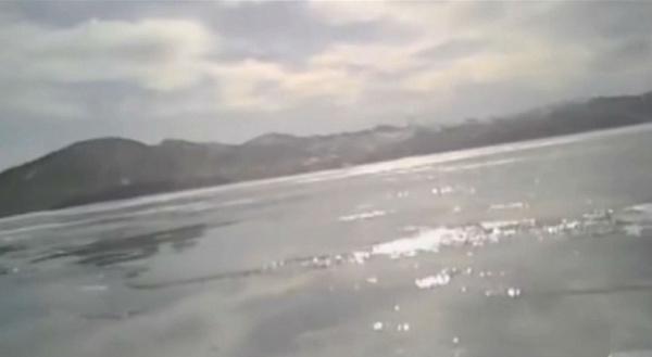 В Сети появились жуткие кадры видеорегистратора с утонувшей на Байкале машины (видео 18+)