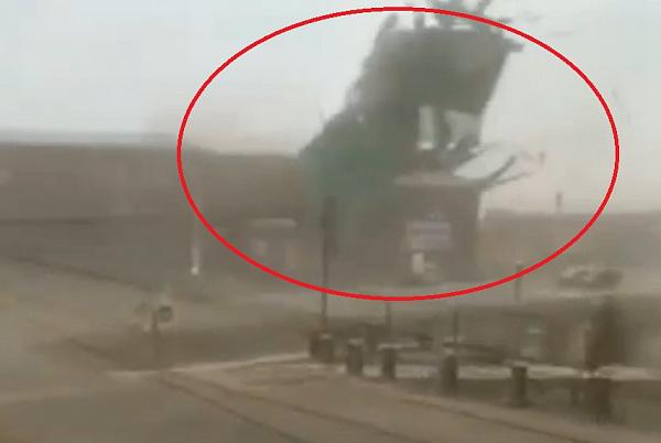 В Бурятии крыши школы и администрации сдуло штормовым ветром. Видео