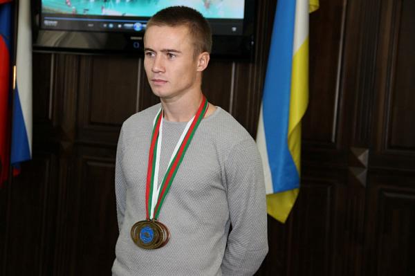 Герой программы - евгений оцимик, заслуженный мастер спорта россии, семикратный чемпион россии