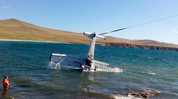 Самолёт во время экскурсии упал в Байкал