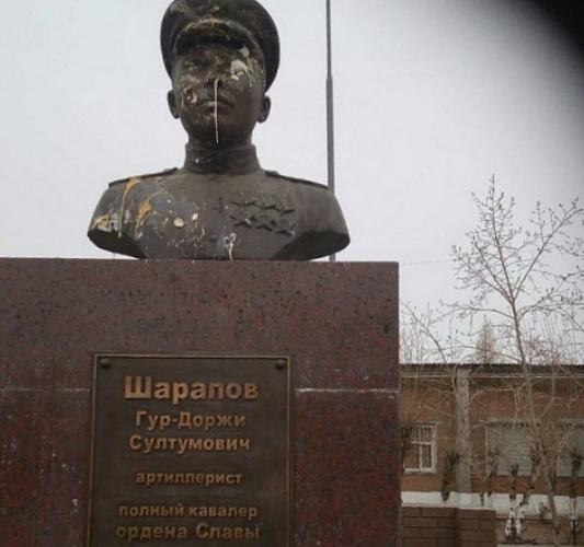 В Бурятии памятник герою Великой Отечественной забросали яйцами