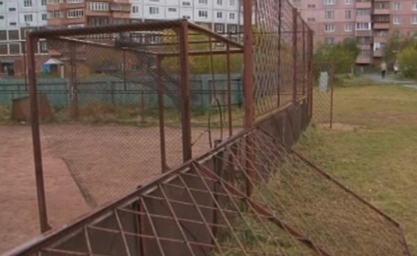 Металлическая арматура обрушилась на10-летнего ребенка водворе дома вБратске