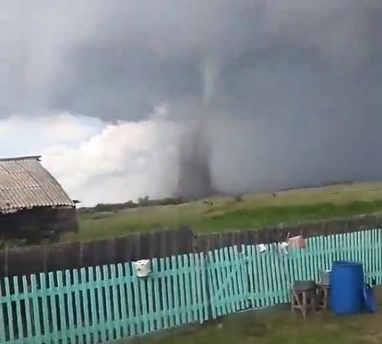 В Бурятии сняли на видео торнадо