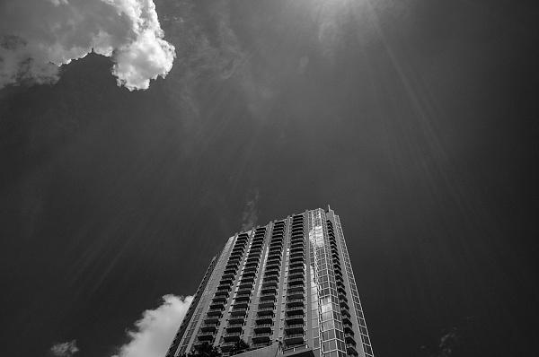 ВКемерове мужчина выпал изокна шестого этажа ивыжил